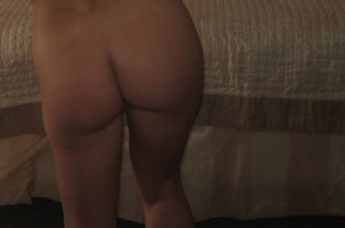 woman showing her butt in hotel room