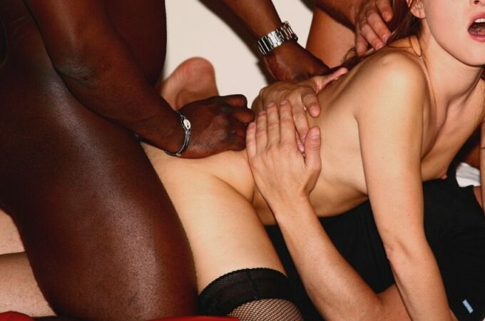 woman in a amature gangbang